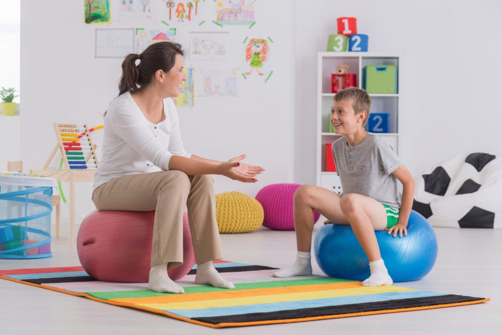 Young physiotherapist and smiling boy sitting on gym ballDieser Artikel ist erschienen inDer Hausarzt 16/2018Seite 18DownloadPDF-Dokument1 Seite(n)Größe: 101,74 kB